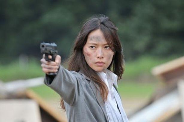 戸田扮するIQ201の頭脳明晰で変人の当麻紗綾