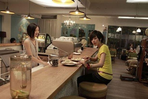 台北で念願のカフェをオープンした美人姉妹。しかし、お客が入らない