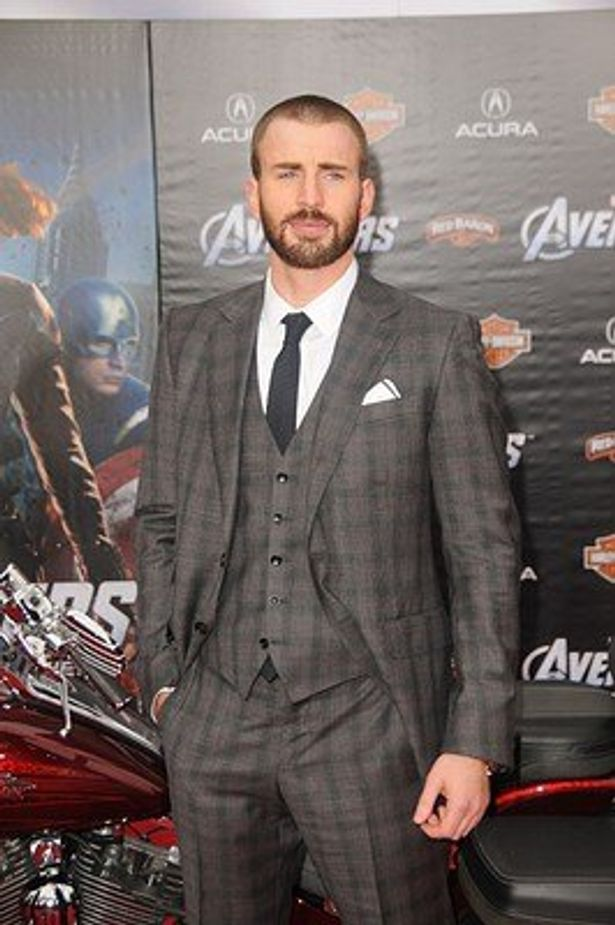 アベンジャーズのリーダーはもちろんキャプテン・アメリカ。演じるのはクリス・エヴァンズ