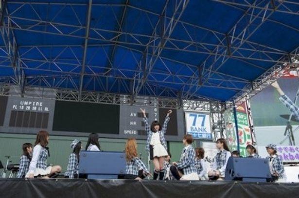 AKB48の全国握手会イベントで東北3県に送迎用車両30台を贈呈