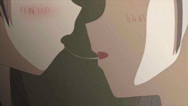 【写真を見る】これがディープキスで糸を引く唾液。この手のアニメではおなじみの描写!?