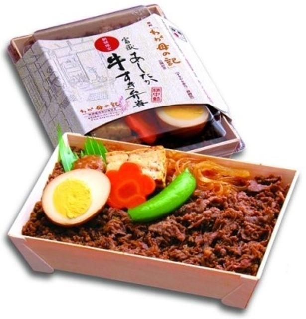 【写真】あしたか牛すきが敷き詰められた、静岡版「富嶽あしたか牛すき弁当」