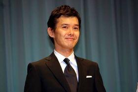 渡部篤郎、『外事警察』のロケの合間にKARAの出待ち!実はK-POPファンだった