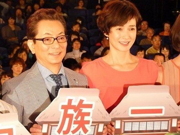 『HOME 愛しの座敷わらし』初日舞台挨拶に登壇した水谷豊ほかキャスト一同