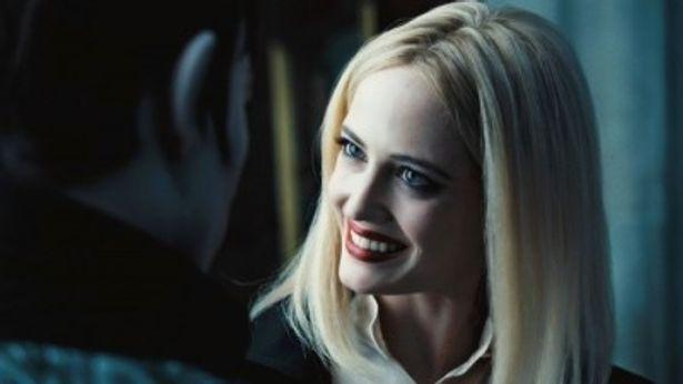 『ダーク・シャドウ』で魔女アンジェリーク・ボーチャードを演じるエヴァ・グリーン
