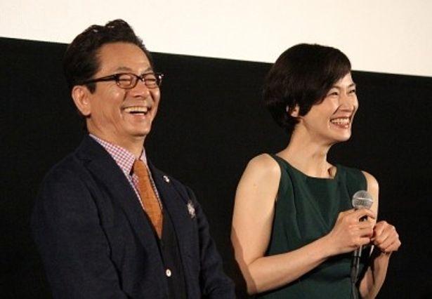 キャンペーン最終都市・那覇での舞台あいさつに登壇した水谷豊と安田成美