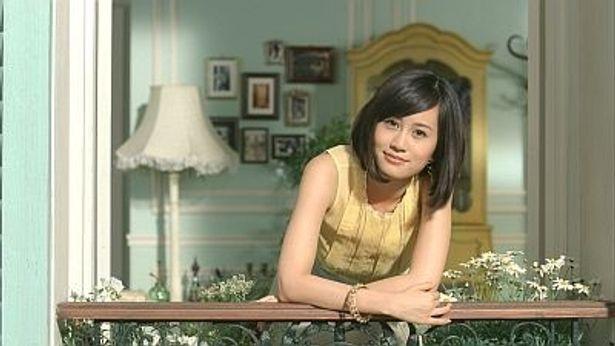 トレンド感いっぱいのパリジェンヌ風ファッションで登場する前田敦子さん