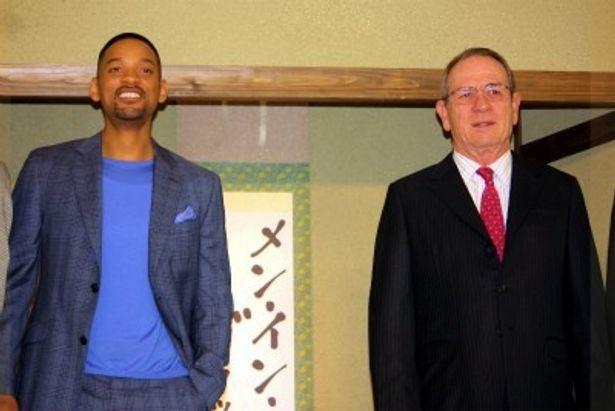 『メン・イン・ブラック3』でウィル・スミス(左)とトミー・リー・ジョーンズ(右)が来日