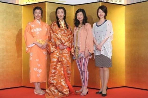「サラリーマンNEO GOLD」の会見に出席した中田有紀、麻生祐未、宮崎美子、堀内敬子(写真左から)