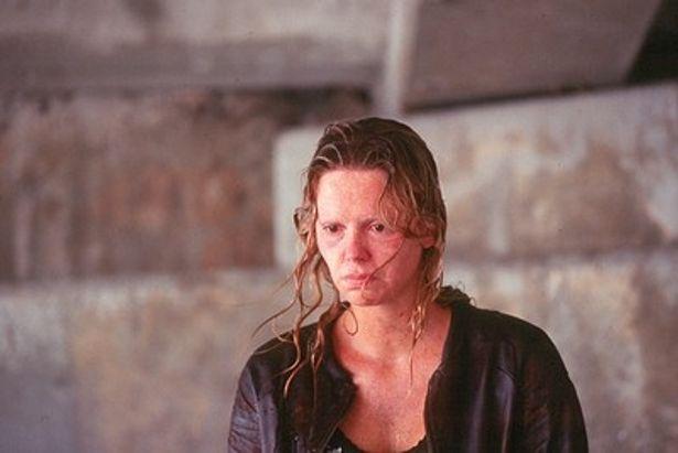 アカデミー主演女優賞獲得の『モンスター』(03)でも本人とは思えないほど醜い女性に変身