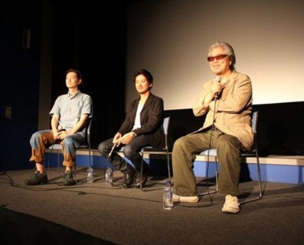 舞台あいさつに登場した(写真右から)若松孝二監督、大西信満、井浦新