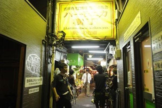 ハモニカ横丁をはじめ、おなじみの街並みが舞台になったファンタジー映画