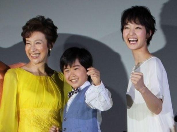 『マクダルのカンフーようちえん』完成披露試写会に登壇した鈴木福、剛力彩芽、前田美波里