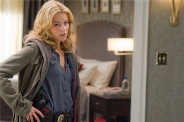 『崖っぷちの男』でNY市警きっての女性交渉人リディアを演じたエリザベス・バンクス