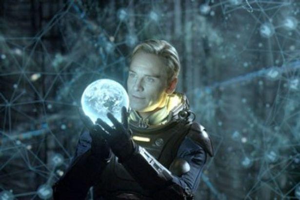 リドリー・スコット監督『プロメテウス』ではアンドロイド役を熱演
