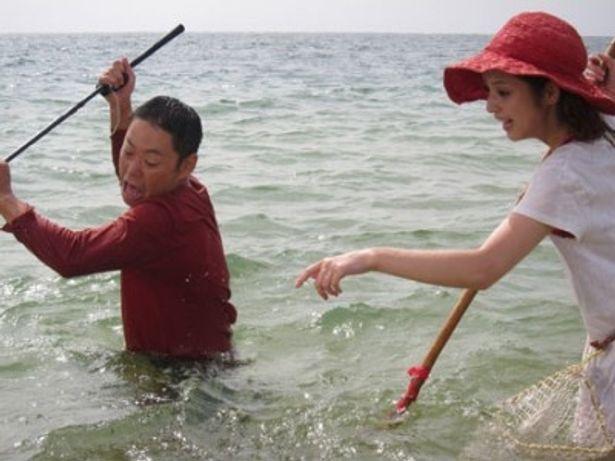 追い込み漁に必死になる姿、そんな些細なシーンでも思わず笑ってしまう