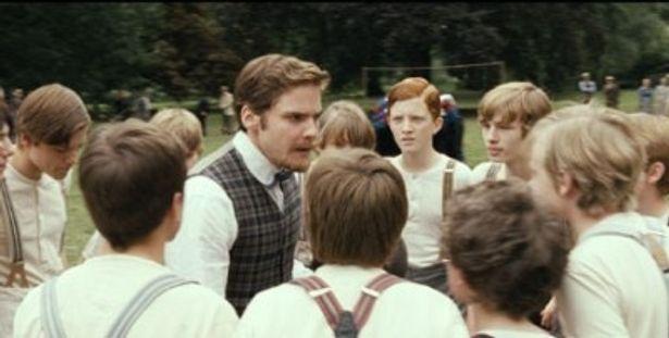 熱血教師のコッホ先生。彼こそがドイツサッカーの礎を築いた人物だ