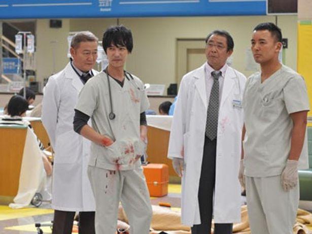写真左から高階院長役の國村隼、速水役の堺雅人、黒崎教授役の平泉成、佐藤役の山本太郎