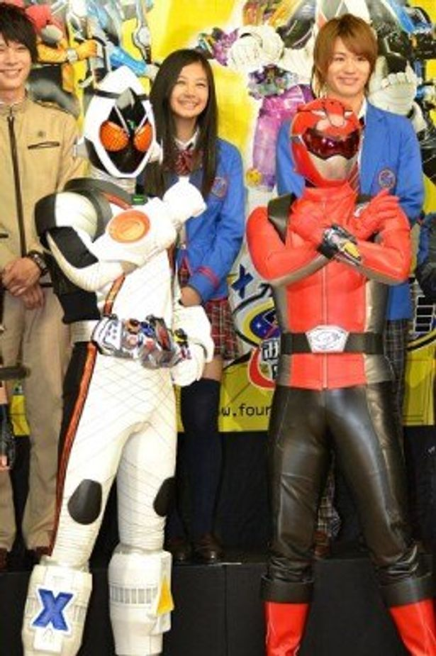 劇場版最新作の完成披露試写に二大ヒーローが登場!
