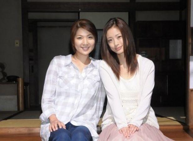 「いつか陽のあたる場所で」に出演する飯島直子と上戸彩(写真左から)