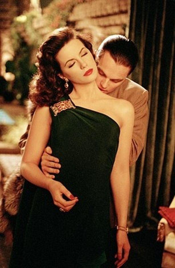 【写真を見る】『アビエイター』などに出演しているセクシー美人女優ケイト・ベッキンセール
