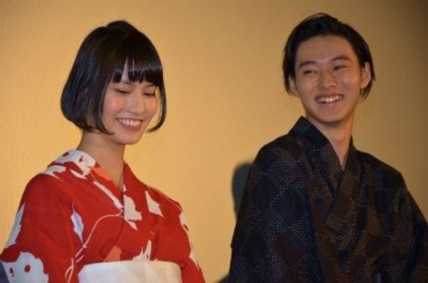 『アナザー Another』の初日舞台挨拶に登壇した山崎賢人と橋本愛