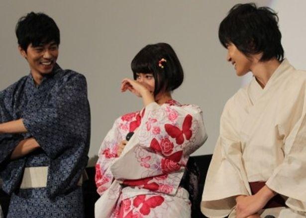 『桐島、部活やめるってよ』初日舞台挨拶で感動の涙を流した橋本愛と神木隆之介、東出昌大