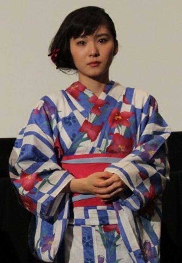 宏樹の彼女である沙奈役を演じた松岡茉優も涙、涙!