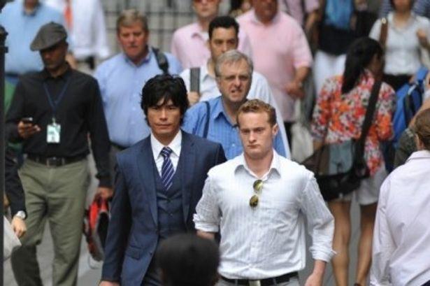 ウォール街を歩く蓮実聖司