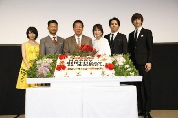 完成披露上映会に登壇した梨里杏、池内博之、杉良太郎、高島礼子、袴田吉彦、小野健斗 (写真左から)