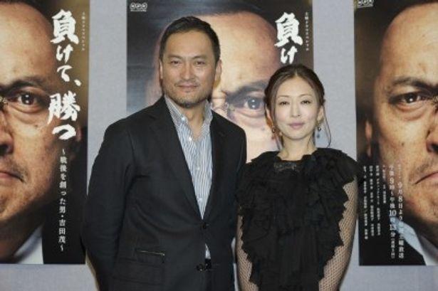 「負けて、勝つ~戦後を創った男・吉田茂~」に出演する渡辺謙と松雪泰子(写真左から)