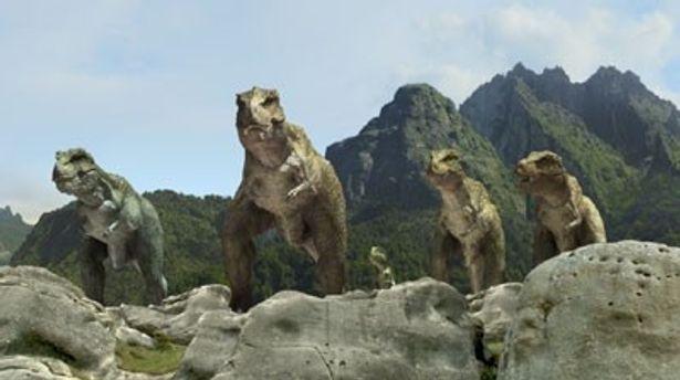 白亜紀を舞台に恐竜たちがたくましく生きていく姿を迫力の映像で描き出す
