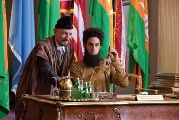 世界一危険な独裁者アラジーン将軍に扮するサシャ・バロン・コーエン