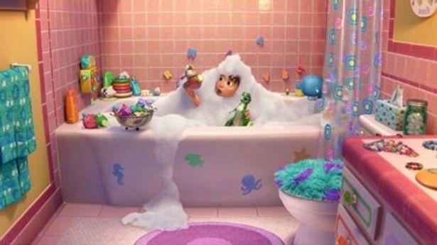 恐竜のレックスがお風呂の王様となる短編『レックスはお風呂の王様』。パーティーの花形として活躍するレックスの姿がキュート!