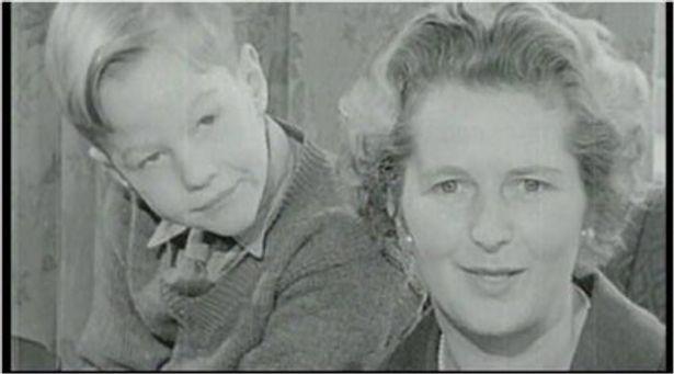 【写真を見る】マーガレット・サッチャーの若かりし頃や家族とのプライベートフィルムなど、貴重な映像も収録