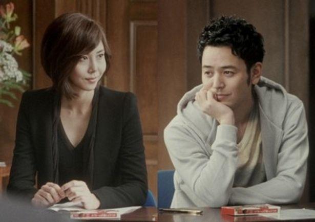 江崎グリコ「アーモンドピーク」の新テレビCMに出演することになった松嶋菜々子と妻夫木聡(写真左から)