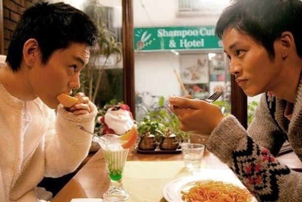 『王様とボク』で菅田将暉扮するモリオがパフェをほおばるシーン