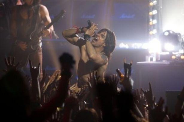 『ロック・オブ・エイジズ』でカリスマロックスターを演じるトム・クルーズ