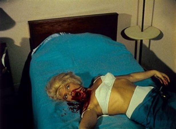 美女、血、残酷描写。元祖スプラッター映画と言われるのも納得な『血の祝祭日』