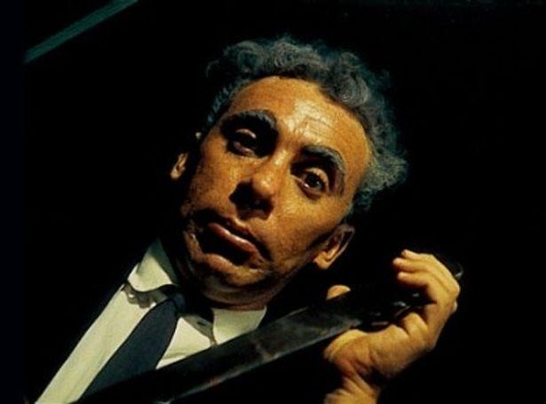 エジプト料理店のラムゼスによる凶行の数々が描かれる(『血の祝祭日』)