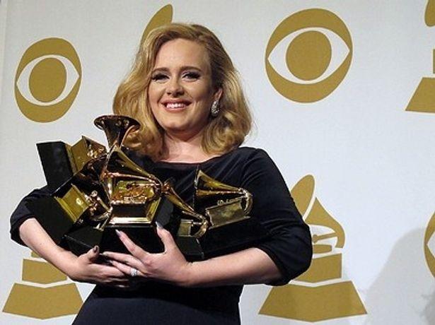 アデルにとっては、アルバム「21」以来の新曲となる