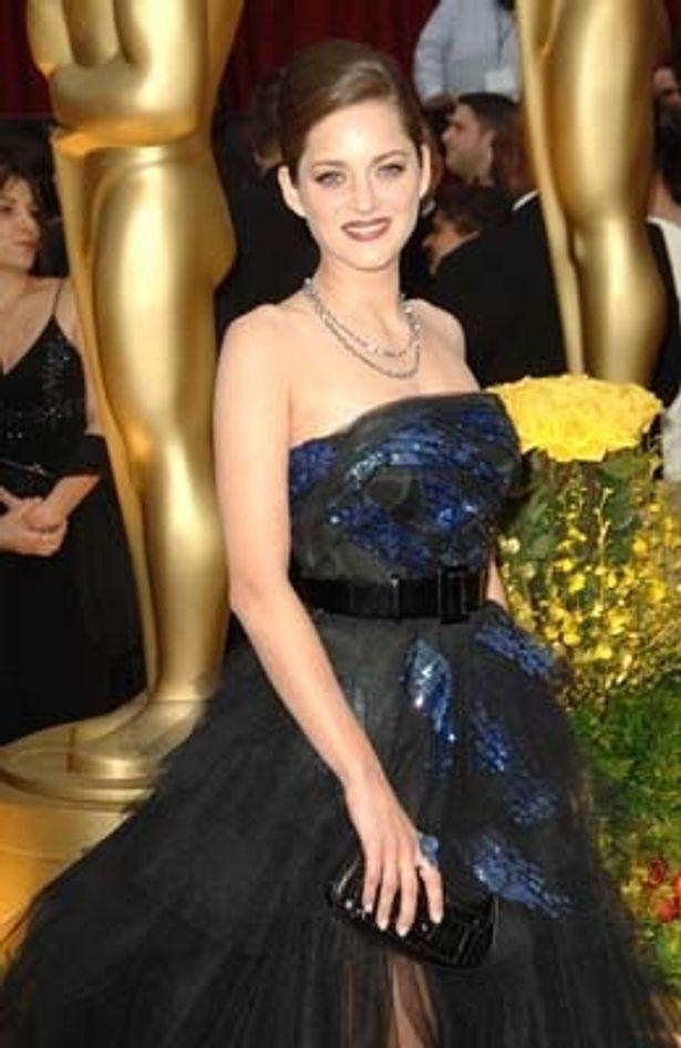 主演女優賞のプレゼンテーターを務めたマリオン・コティヤール