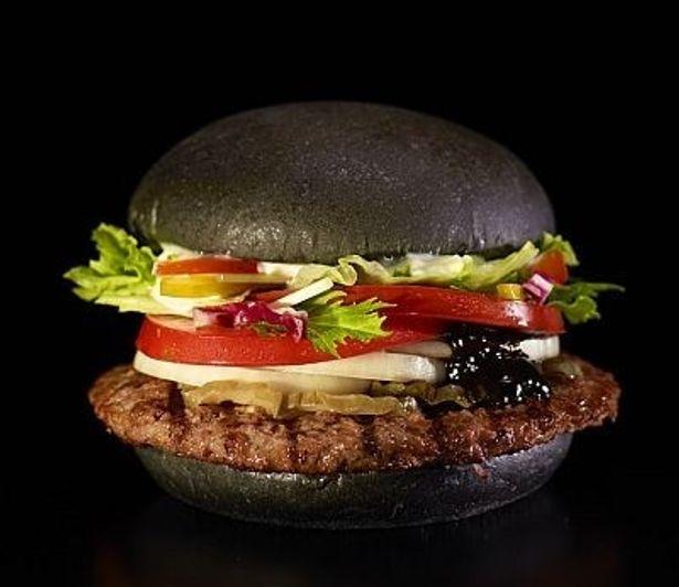 衝撃の黒さ!「黒バーガー(Premium KURO Burger)」が発売(単品450円)