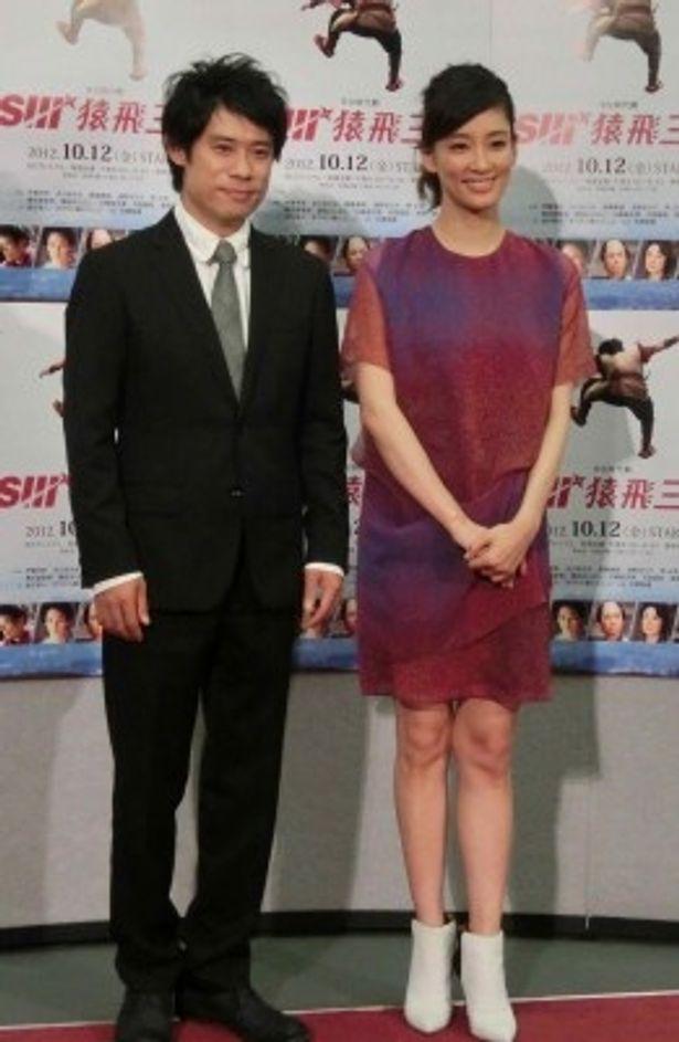 10月12日(金)スタート、NHK BSプレミアム・BS時代劇「猿飛三世」に出演する伊藤淳史、水川あさみ(左から)