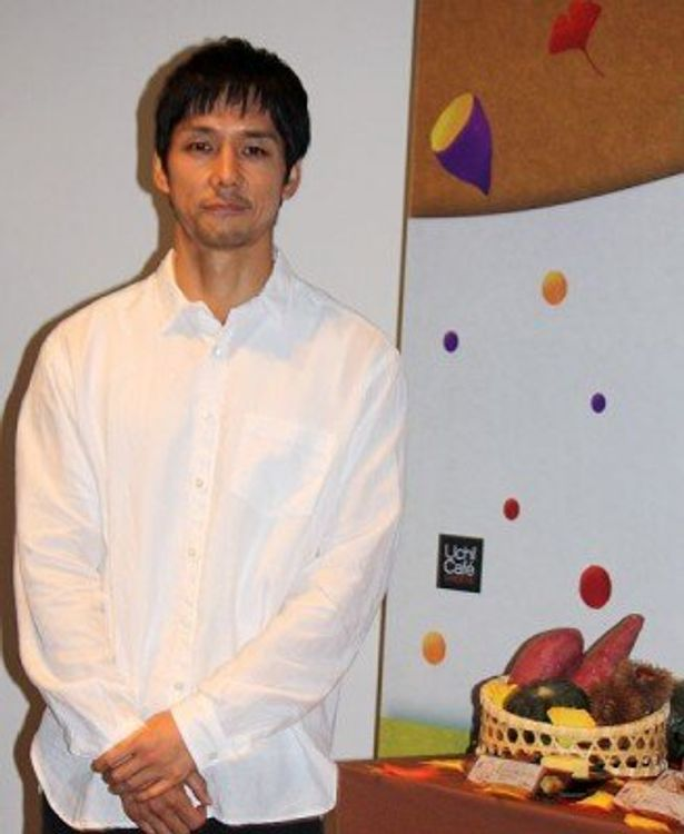 「Uchi Cafe SWEETS」のCMに出演する西島秀俊さん