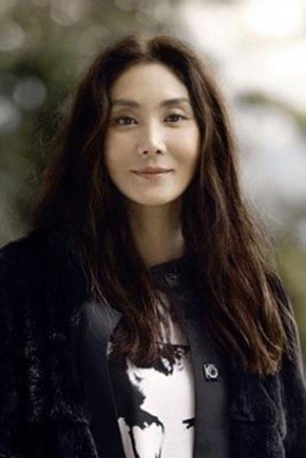 舞台「阿修羅のごとく」で長女・三田村綱子役を演じる浅野温子