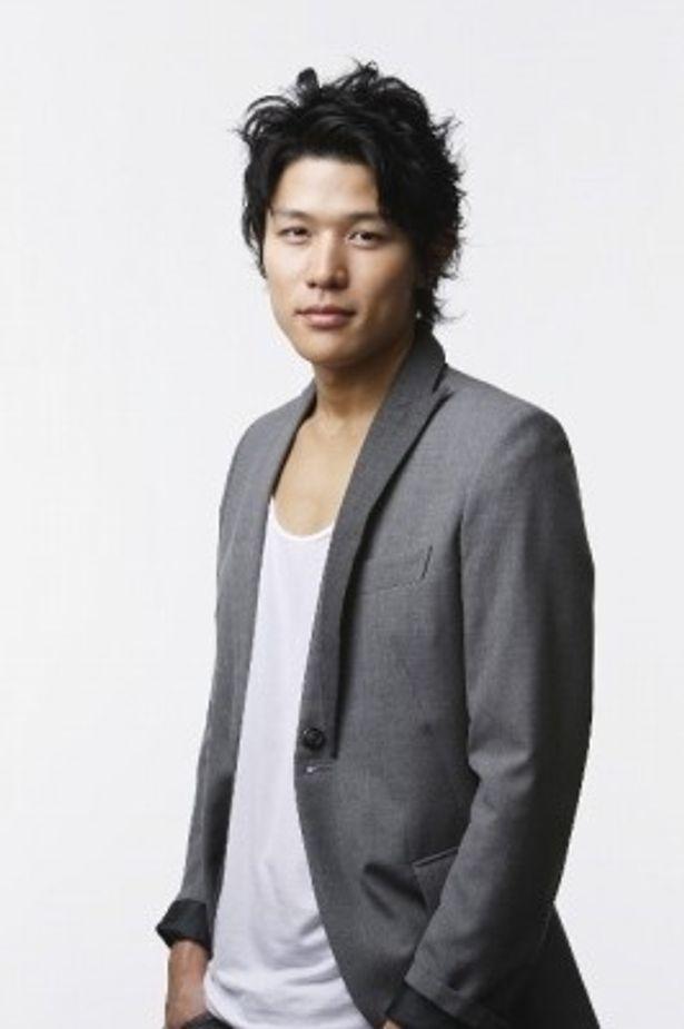 メンバーのムードメーカー役、みみずくの竜を演じる鈴木亮平