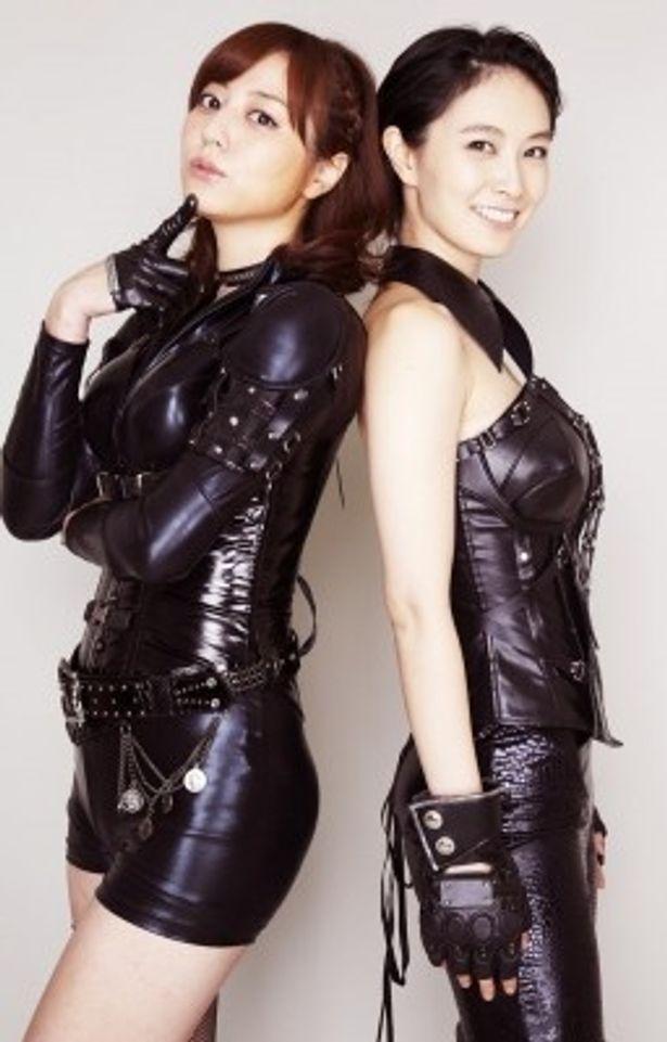 「プレイガール2012」に出演の杉本有美と長澤奈央(写真左から)