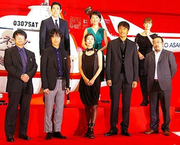 『ジェネラル・ルージュの凱旋』チーム。一番左は、原作者の海堂尊