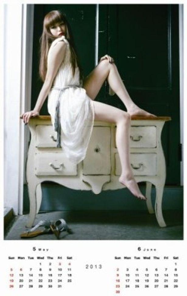 セクシーでスタイリッシュな2013年「美脚カレンダー」が完成!